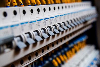 Faut-il une habilitation électrique pour réarmer un disjoncteur ?