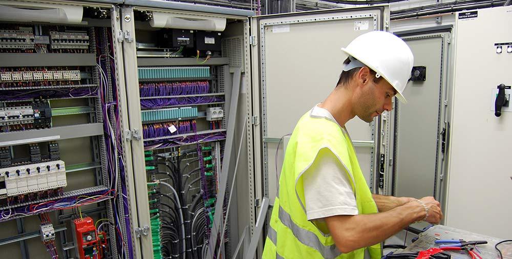 Maintenance d'installation électrique industrielle
